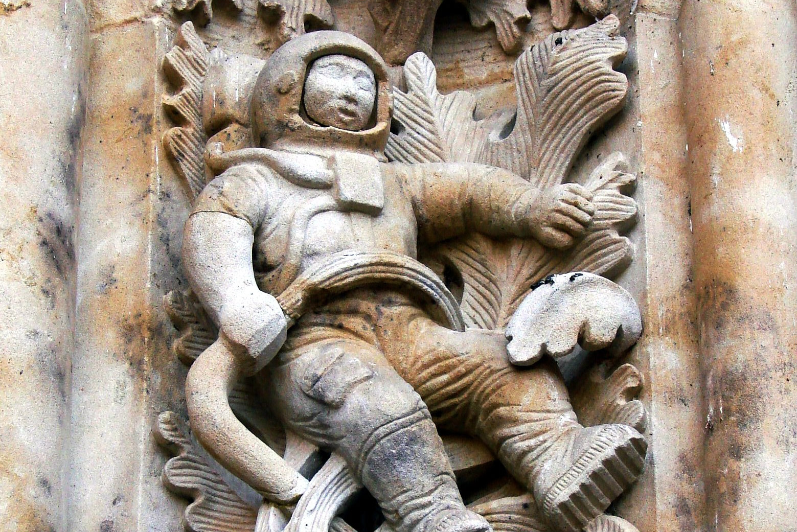 Sculpture_of_astronaut.jpg